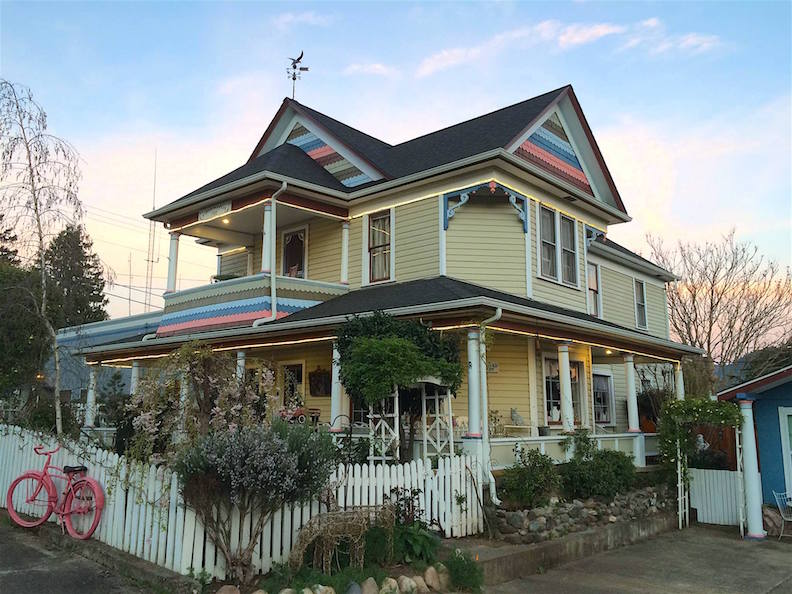 Right off I-5 is The Painted Lady B & B